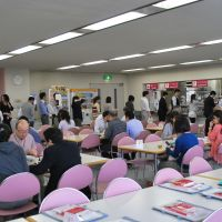Eating in: Since Sekai Bunka Publishing updated its canteen menu to comprise healthful dishes, the number of staff dining there has increased from 160 to 200 a day. | KAGAWA NUTRITION UNIVERSITY