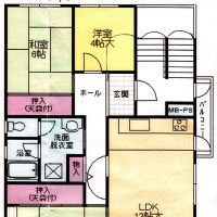 Two floor plans illustrate how a danchi apartment (above) is designed to have its entrance on the east side of the apartment (allowing the north and south sides to remain unobstructed), while a regular condo (below) is designed with its entrance located on the north side of the building.