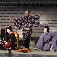 The three Kichisa thieves of 'Sannin Kichisa Tomoe no Shiranami': Nakamura Shichinosuke as Ojo (left); Kataoka Ainosuke as Osho (center) and Ichikawa Kamejiro as Obo. | COURTESY OF SHOCHIKU