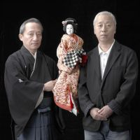 The masters: Puppeteer Kiritake Kanjuro (left) and producer / artistic director Hiroshi Sugimoto, with the Ohatsu puppet from 'Sonezaki Shinju' ('The Love Suicides at Sonezaki'). | THE ODAWARA ART FOUNDATION