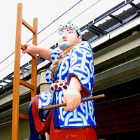 A statue of a carpenter on Honmachi Dori