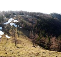 Pretty peaks: In this photo taken last spring, the last of the winter snow is seen att the start of Ishi-one ridge on the east side of Mount Kumotori.