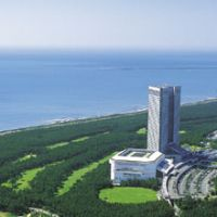 Economic attraction: The Seagaia Resort in Miyazaki Prefecture (above) consists of a 300-hectare pine forest with two golf courses, a tennis center and the 45-story Sheraton Grande Ocean Resort. There are also swimming pools (below right) and hot-spring baths at the base of the tower. | MIYAZAKI PREFECTURE (above), EDAN CORKILL PHOTO (below)