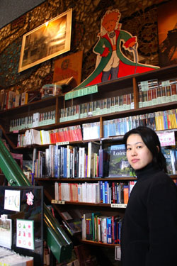 Staffer Emi Enomoto at French bookstore Librairie Omeisha