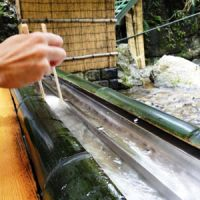 A demonstration of the grab 'n' slurp technique at the Hirobun restaurant in Kibune.