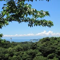 Fine site: Enoshima seen from atop Okirigishi (Grand Cliff), with clouded Mount Fuji behind.