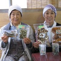 Two ladies minding the Christop produce store, who cast fascinating light on Shingo's claims.