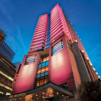 Peninsula Tokyo's breast cancer awareness campaign; autumn flavors baked at Rihga Osaka; Hilton Tokyo Hawaii fair