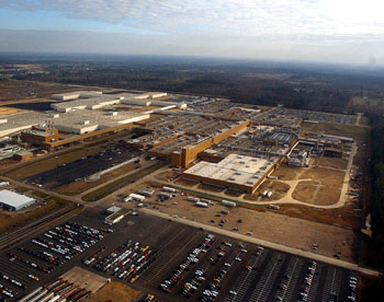 Temporary shutdown: The General Motors Corp. assembly plant in Shreveport, La., appears in this aerial photo from 2003. | AP PHOTO
