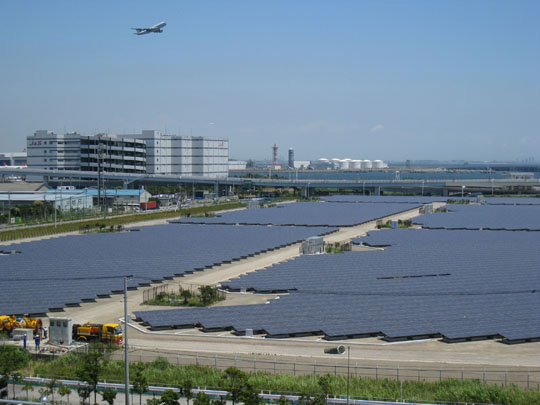 Sun screen: The Ukishima solar power plant in Kawasaki near Tokyo's Haneda airport is taking the rays on July 12. | HIROKO NAKATA