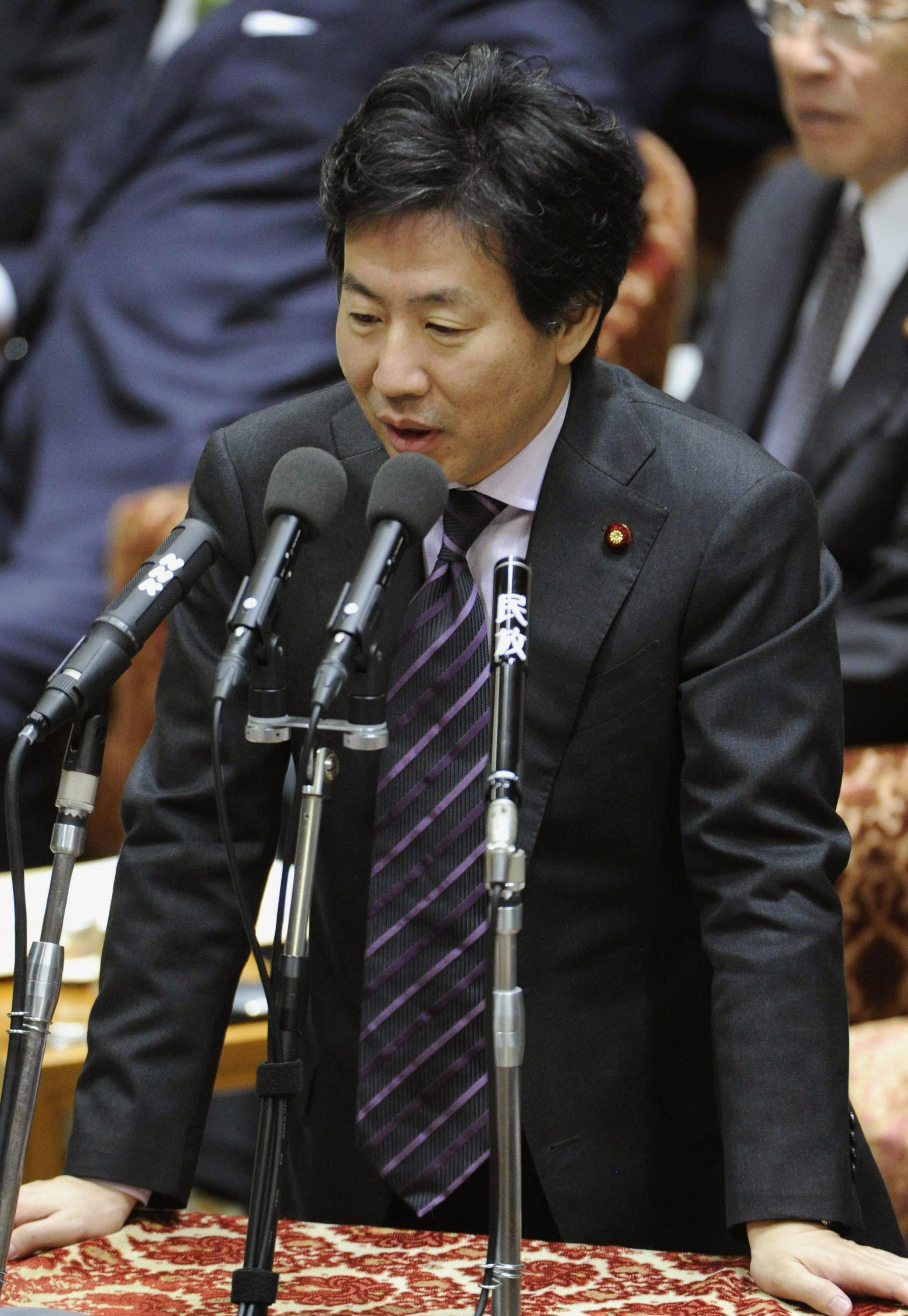 Yen spin: Finance Minister Jun Azumi speaks at the Diet on Friday. kyodo | KYODO