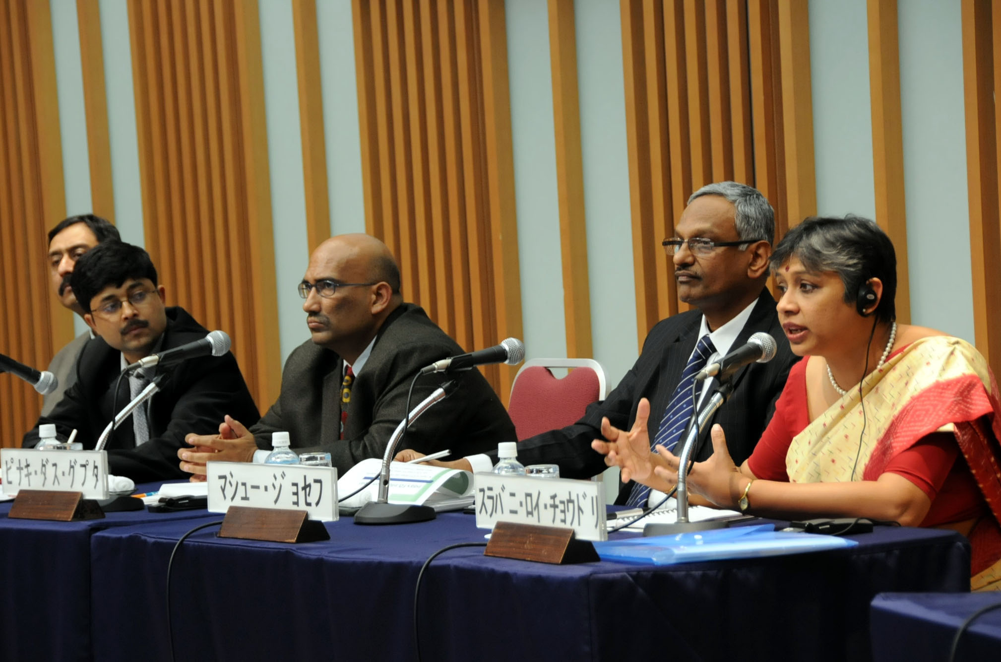Srabani Roy Choudhury (right), an associate professor at Jawaharlal Nehru University, discusses the changing consumer trends in India during a symposium held Jan. 19 at Keidanren Kaikan in Tokyo, while other panelists Mathew Joseph (center) and Pinaki Dasgupta listen. | SATOKO KAWASAKI