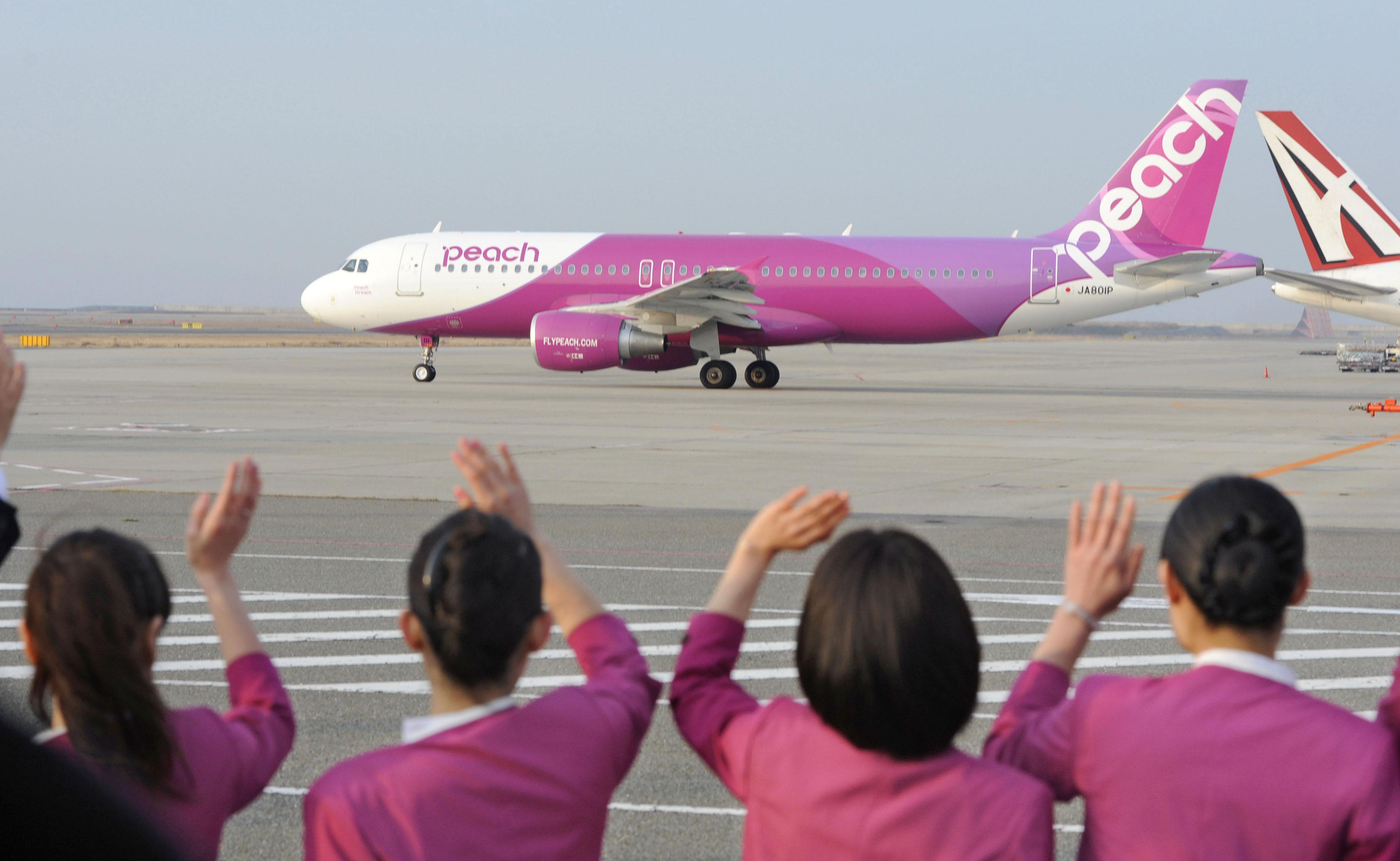 Peach for the sky: Peach Aviation Ltd.'s maiden flight to Sapporo takes off Thursday morning from Kansai International Airport in Izumisano, Osaka Prefecture. | KYODO