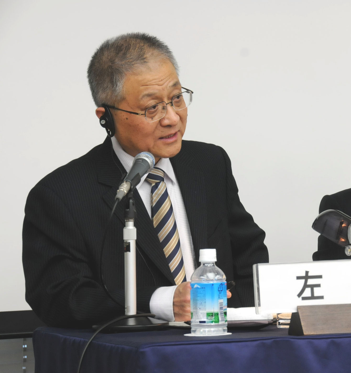Zuo Xuejin from the Shanghai Academy of Social Sciences discusses China's aging population and its socioeconomic impact during a Feb. 20 seminar in Tokyo. | SATOKO KAWASAKI PHOTOS
