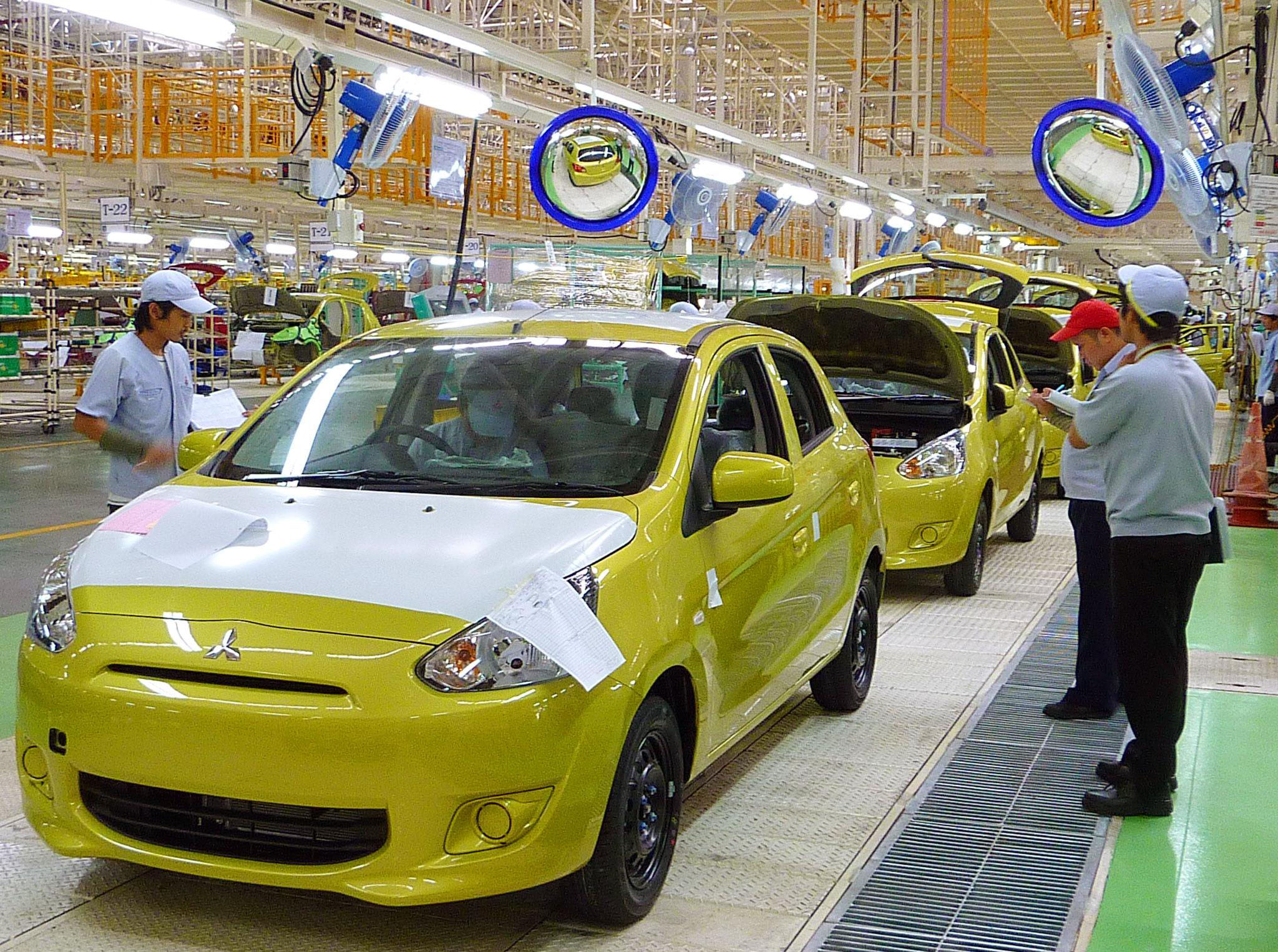 Compact strategy: A Mitsubishi Motors Mirage is inspected at the automaker's Laem Chabang plant in Thailand on Thursday. | KYODO