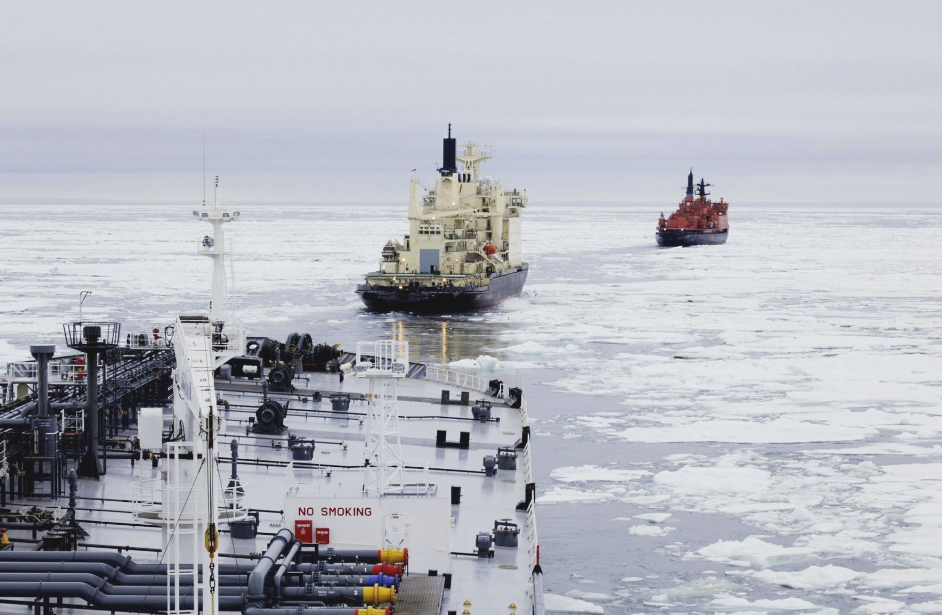 Climate change: Guided by two icebreakers, a crude oil tanker sails in the Arctic Ocean in August 2010. | KYODO