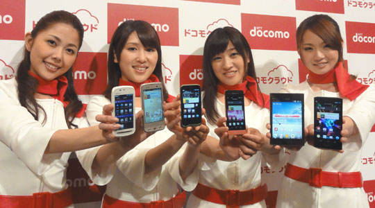 Telephonies: Models show off new mobile devices unveiled Wednesday by NTT DoCoMo Inc. in Tokyo. | KAZUAKI NAGATA