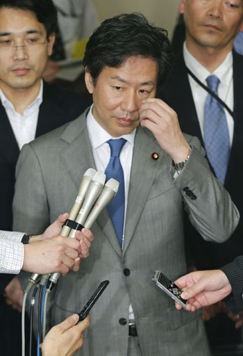 Tight-lipped: Finance Minister Jun Azumi speaks to reporters after joining Group of Seven finance ministers and central bank governors in an emergency conference call to discuss Europe's debt crisis on June 5. | KYODO