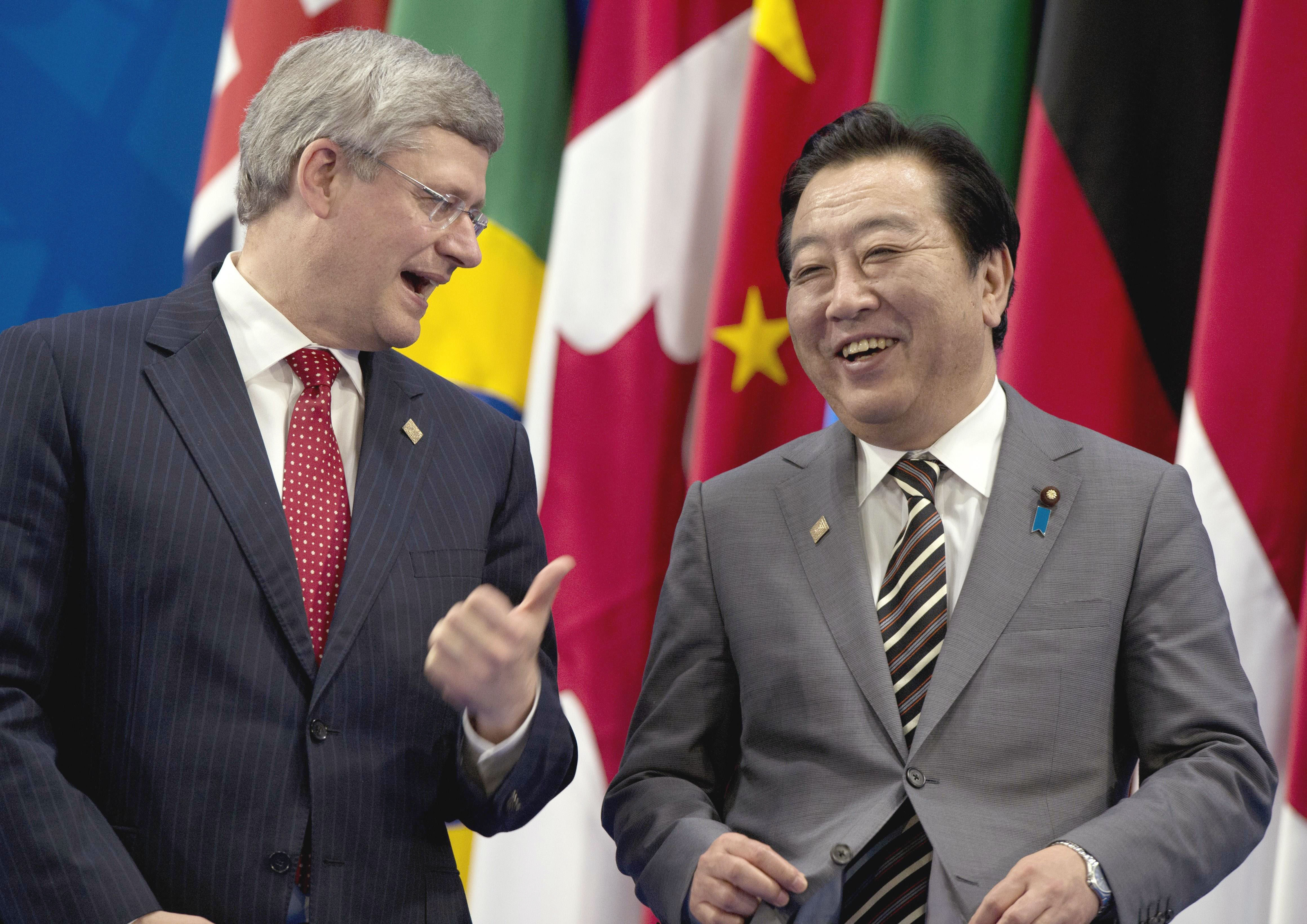 Amigos: Canadian Prime Minister Stephen Harper shares a laugh with Prime Minister Yoshihiko Noda during a Monday photo session at the G-20 summit in Los Cabos, Mexico. | AFP-JIJI