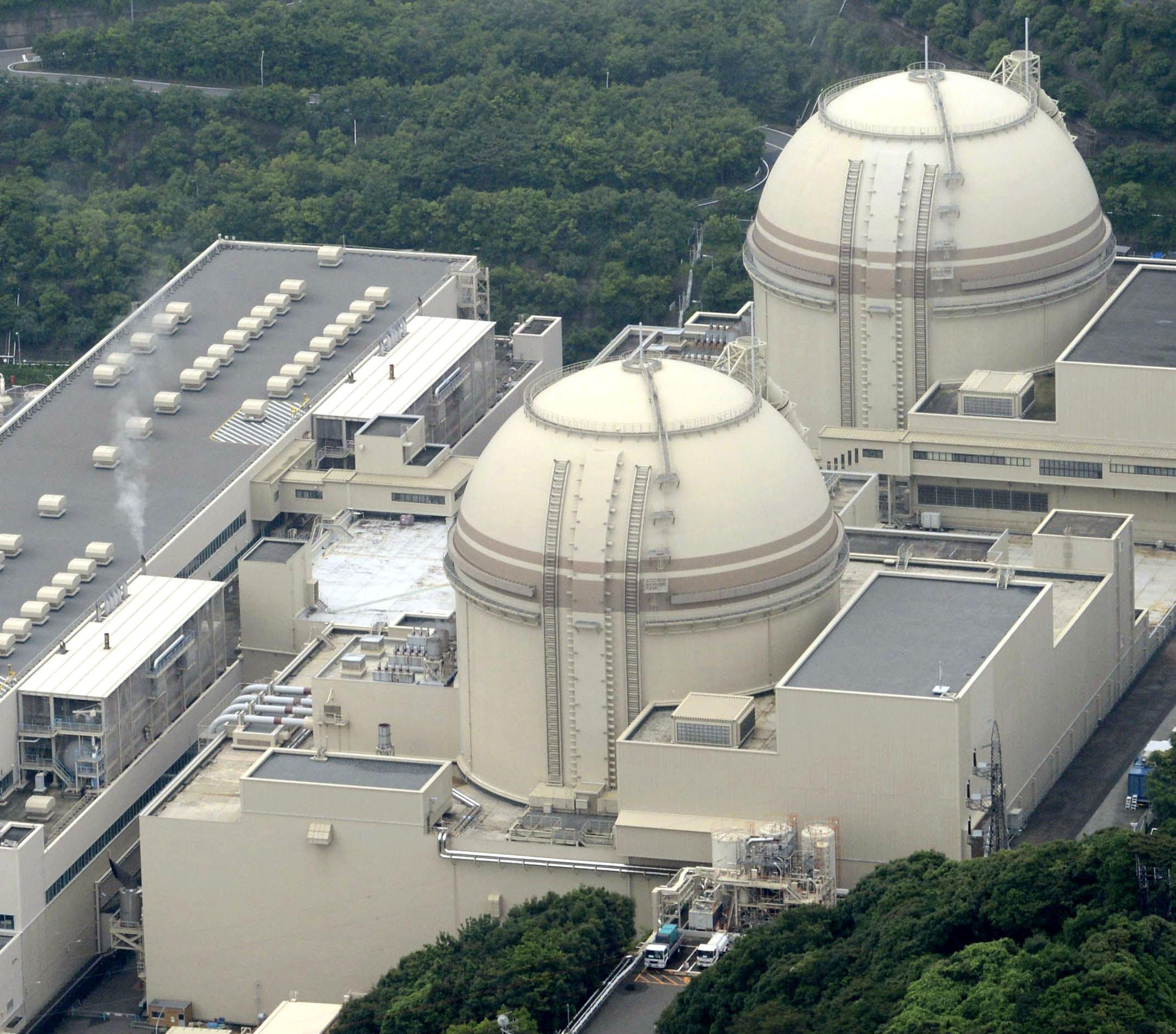 Turning on the juice: Reactor 3 (below) at the Oi nuclear power plant run by Kansai Electric Power Co. has been fired back up, while reactor 4 (above) will soon be restarted. | KYODO