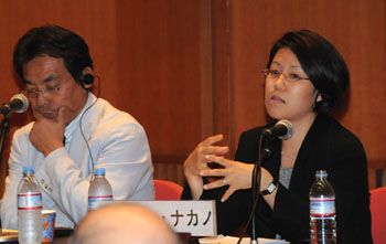 Jane Nakano (right) from the Center for Strategic and International Studies talks about global demand for nuclear energy during a June 13 seminar in Tokyo while Akihiro Sawa with the 21st Century Public Policy Institute listens. | SATOKO KAWASAKI