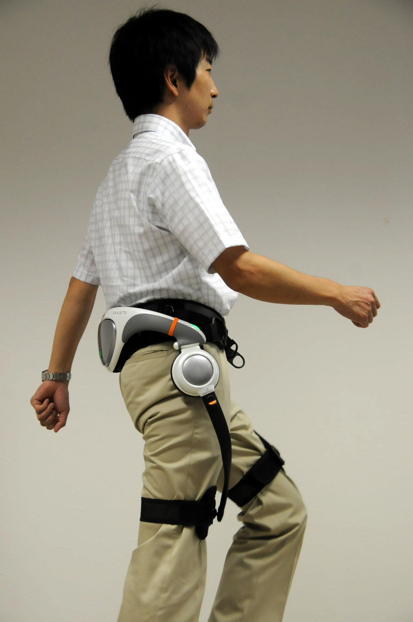 Walking the walk: The Stride Management Assist is demonstrated at Honda Motor Co. headquarters in Tokyo last month. | SATOKO KAWASAKI