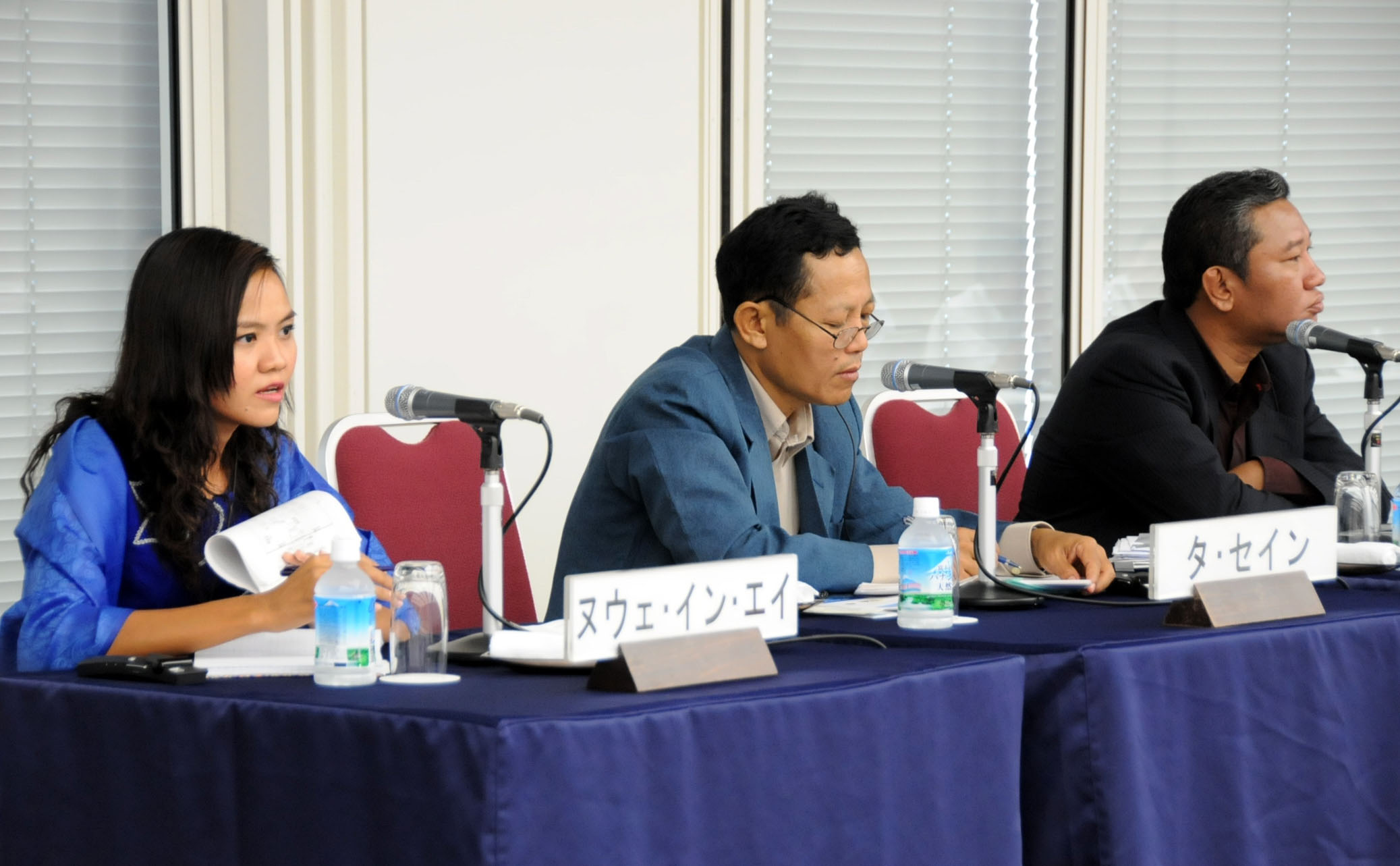 Myanmar journalists (from left) Nwe Yin Aye, Tha Sein and Zaw Myint discuss the prospect of the country's reforms during an Aug. 1 seminar in Tokyo. | SATOKO KAWASAKI