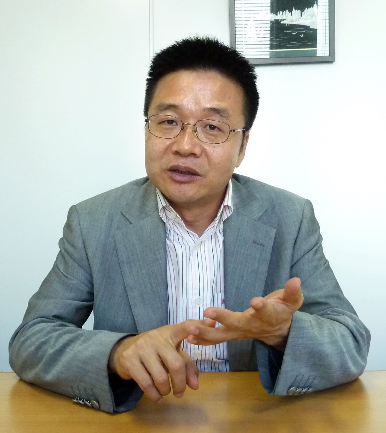 Obstacles abound: Entrepreneur Song Wenzhou talks about problems doing business between China and Japan during a visit to Tokyo on Oct. 1. | KYODO