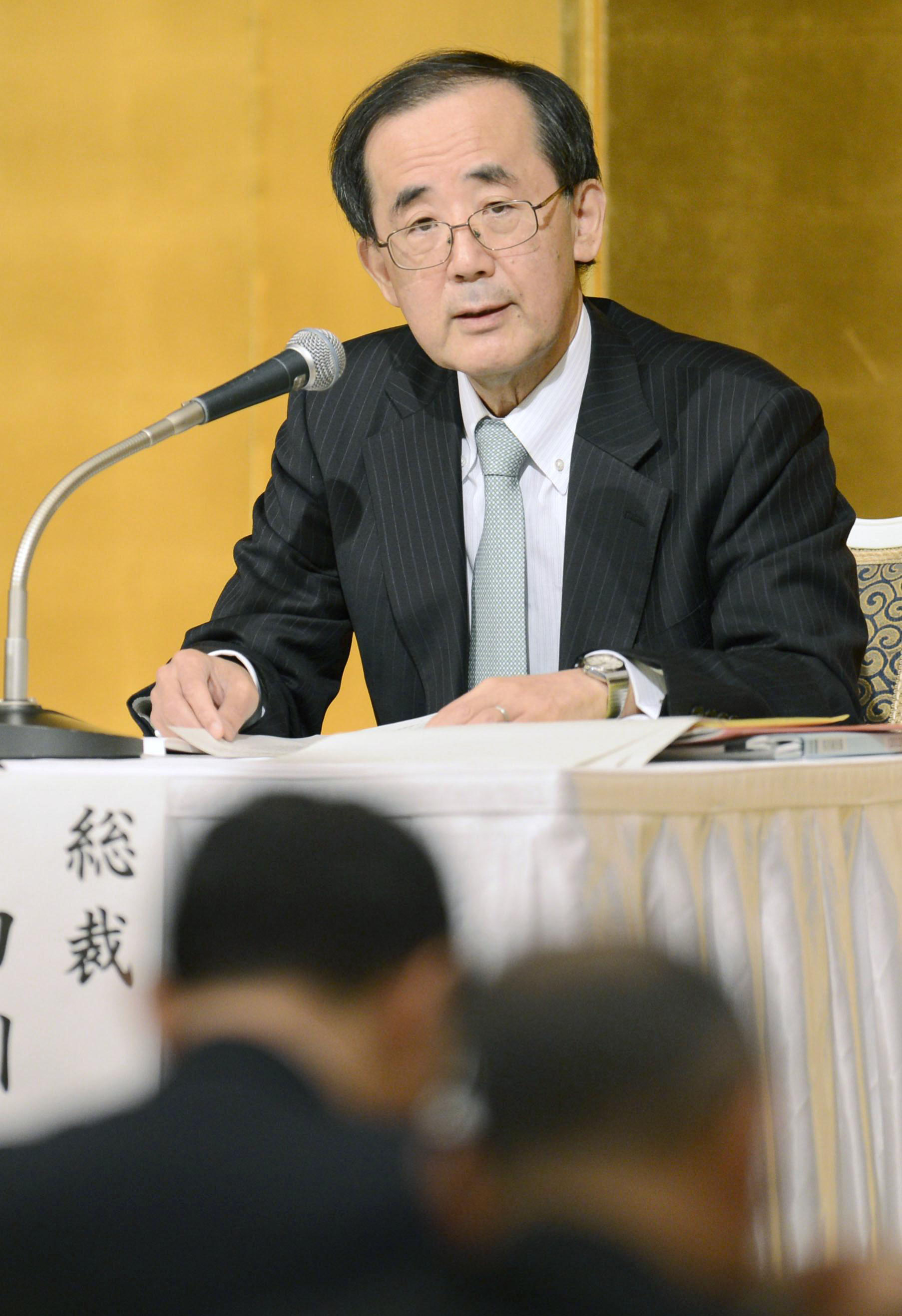 Stay the course: Bank of Japan Gov. Masaaki Shirakawa gives a lecture in Nagoya on Monday. | KYODO