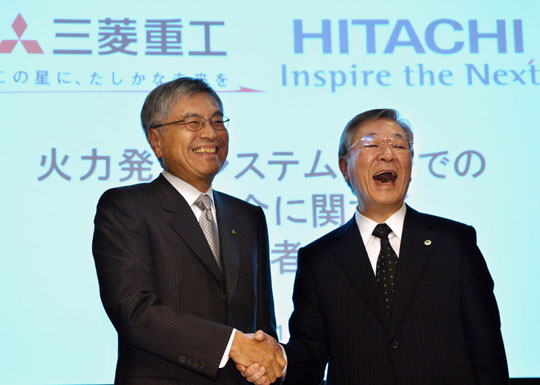 Forging ahead: Mitsubishi Heavy Industries President Hideaki Omiya (left) and Hitachi President Hiroaki Nakanishi face reporters Thursday in Tokyo. | AFP-JIJI