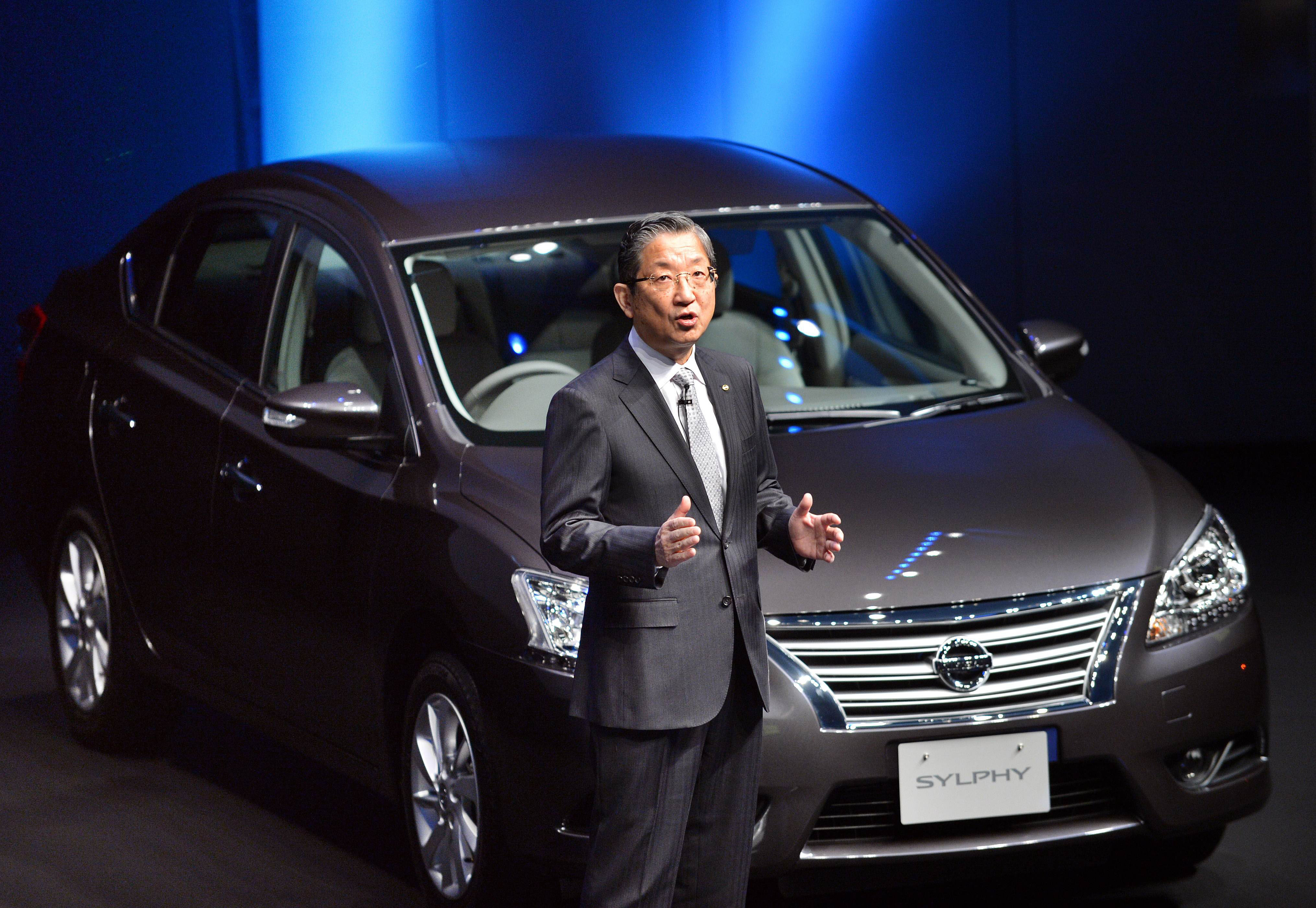 A new car: Nissan Motor Chief Operating Officer Toshiyuki Shiga debuts the Sylphy sedan Wednesday at the firm's head office in Yokohama. | AFP-JIJI