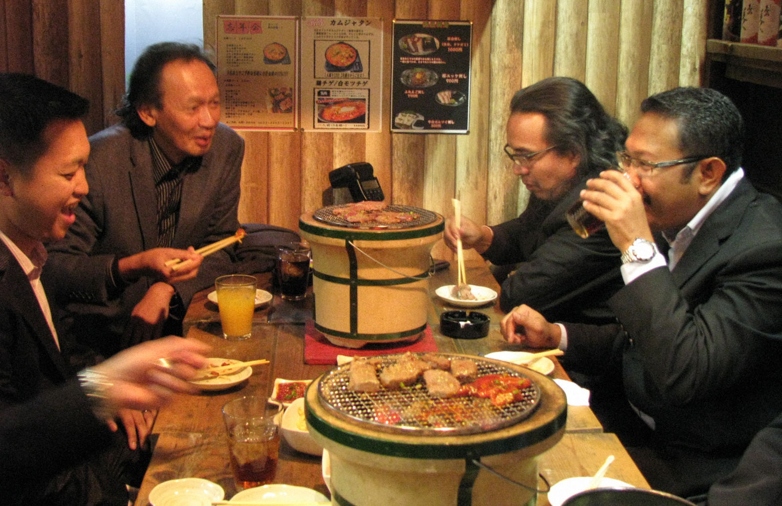 Halal-certified: Malaysian Muslim tourists eat 'yakiniku' grilled food using halal meat at the Sumiyakiya Nishiazabu restaurant in Tokyo's Minato Ward on Dec. 7. | KYODO