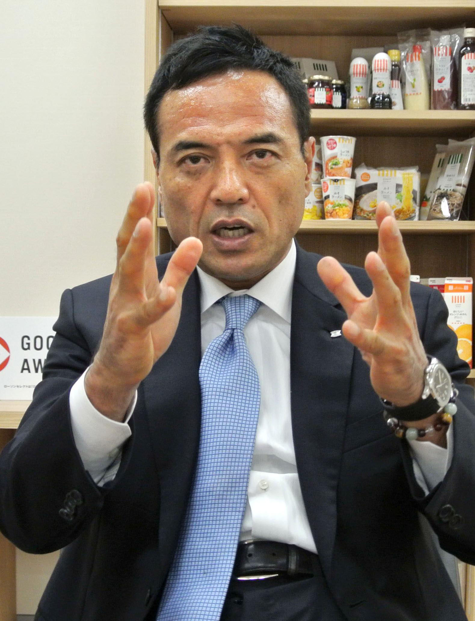 Moving and shaking: Lawson Inc. President Takeshi Niinami gesticulates during a recent interview in Tokyo. | KYODO