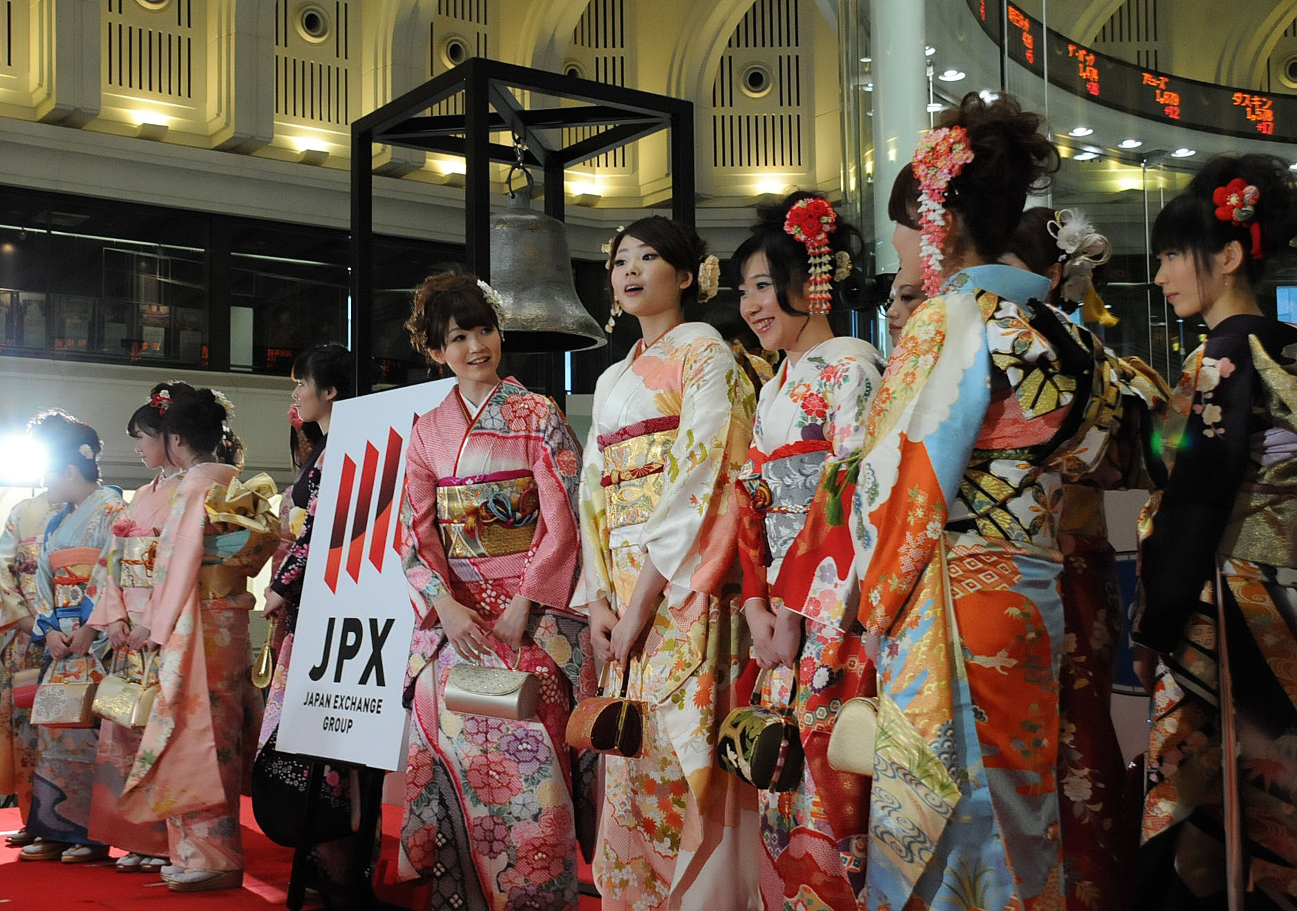 Two birds, one stone:  Tokyo Stock Exchange workers attend the bourse's traditional New  Year's opening ceremony Friday, showcasing Japan Exchange Group Inc.'s new logo.  The holding company, created this week through the merger of  Tokyo Stock Exchange Group Inc. and Osaka Securities Exchange Co., went public the same day on the  TSE's first section. | SATOKO KAWASAKI