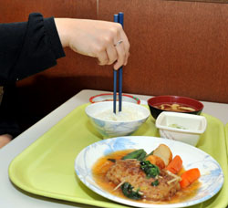 Tsk, tsk, tsk: Sticking chopsticks vertically into food is considered extremely bad form because it is associated with death. | YOSHIAKI MIURA PHOTO