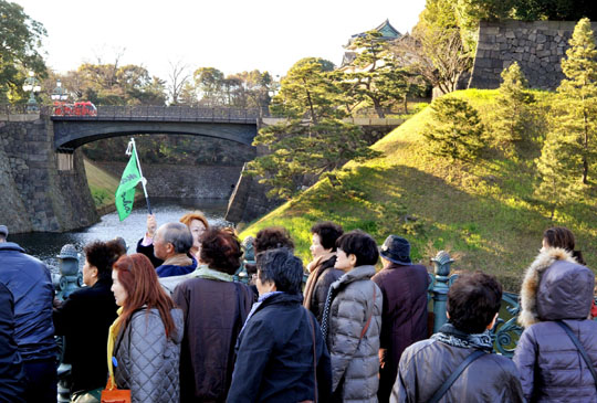 Grand tour: Tourists take in the Imperial Palace gardens near the moat and Niju-Bashi Bridge. | YOSHIAKI MIURA PHOTO