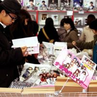 Pop passion: Shoppers crowd Hanryu Hyakatten (Korean Department Store) looking for anything they can get their hands on regarding South Korean pop artists and actors in Tokyo's Okubo district on Dec. 18. | KYODO PHOTO