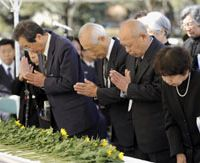Kan vows to repatriate all dead soldiers from Battle of Iwojima