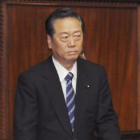Kan in budget vote, Ozawa bind
