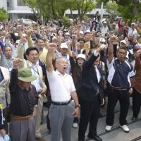Making noise: Plaintiffs rally Thursday in Naha, Okinawa, after filing a lawsuit against the government over noise pollution from the U.S. Kadena Air Base in Kadena. | KYODO PHOTO