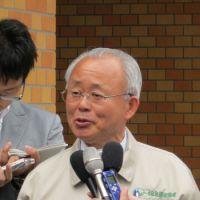 Leader in exile: Katsutaka Idogawa, mayor of Futaba, Fukushima Prefecture, speaks last week to reporters outside Kisai High School, now serving as a shelter in Kazo, Saitama Prefecture. | NATSUKO FUKUE PHOTO