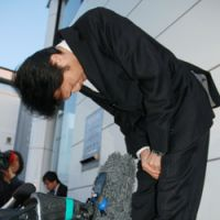 Yasuhiro Kanzaka, president of restaurant chain operator Foods Forus Co., bows in front of the press at his company's head office in Kanazawa, Ishikawa Prefecture. | KYODO PHOTO