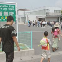 Dry run: Residents of Omaezaki in Shizuoka Prefecture participate in a combined earthquake and tsunami drill on May 21 to prepare for the widely expected Tokai earthquake. | KYODO PHOTO