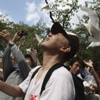 Doves day: People calling for world peace release doves Monday at Tokyo's Yasukuni Shrine. | AP PHOTO
