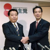 Well schooled: Prime Minister Yoshihiko Noda and Democratic Party of Japan policy chief Seiji Maehara, both graduates of Matsushita Seikei Juku, shake hands in September 2002. | KYODO