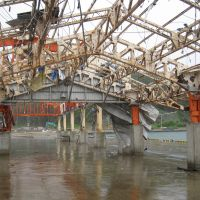 No-go zone: The ruined fish market at the port of Taro in Miyako, Iwate Prefecture, is seen Sept. 1. More than six months after the March disasters, no rebuilding work has taken place. | TAKAHIRO FUKADA