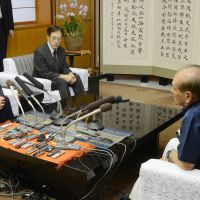 One more time: Foreign Minister Koichiro Genba (left) meets with Okinawa Gov. Hirokazu Nakaima in Naha on Saturday. | KYODO PHOTO