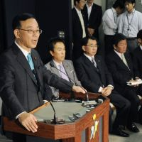Hot-button issue: Prime Minister Yoshihiko Noda appears last week before the Lower House Budget Committee with Finance Minister Jun Azumi.   KYODO
