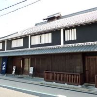 Public service: This house in Moriyama, Shiga Prefecture, where the late Prime Minister Sosuke Uno was born, has been renovated for public use and now has a restaurant. | KYODO