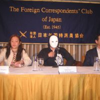 Avenger: A masked former Goldman Sachs Japan employee using the alias Adam Lee appears Thursday at the Foreign Correspondents' Club of Japan in Tokyo to claim his dismissal was illegal. He is accompanied by Yumiko Nakajima, secretary general of the National Union of General Workers, Tokyo Nambu, and a supporter, Timothy Langley. | MINORU MATSUTANI
